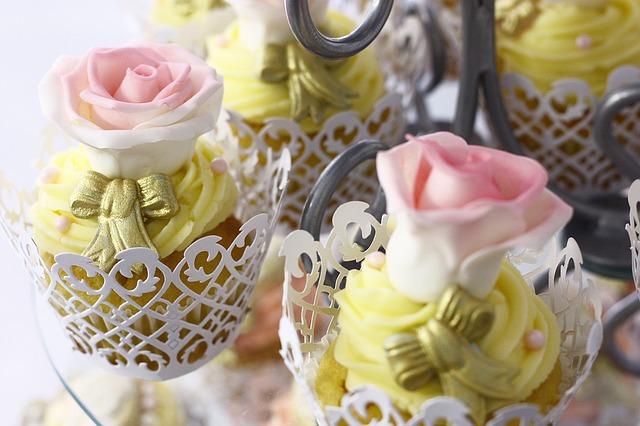 cupcakes-1149695_640