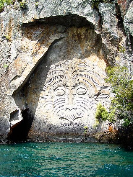 450px-01_New_Zealand_Lake_Taupo
