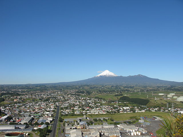 640px-Across_New_Plymouth_to_Mt._Taranaki