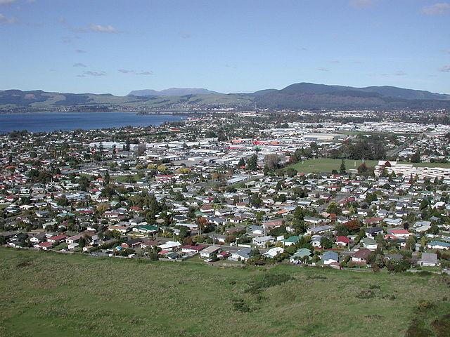 640px-Rotorua_from_gondola