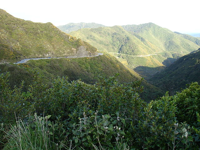 640px-State_Highway_2_(Rimutaka_Hill_Road)_near_the_top_of_the_range.