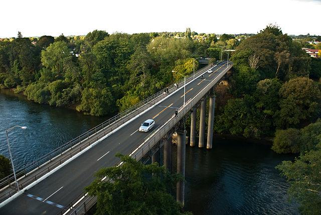 Claudlands_Bridge,_Hamilton,_Waikato,_New_Zealand,_3_April_2008