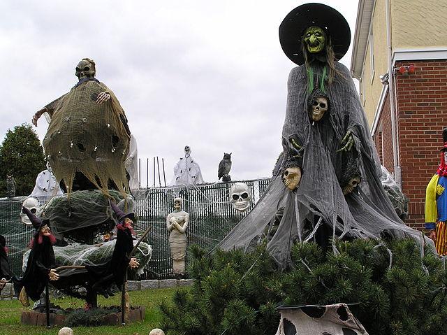 640px-Halloween_Witch_2011