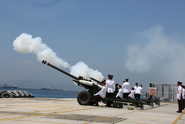 21_Gun_Salute_in_Gibraltar_marking_the_birth_of_Prince_George_of_Cambridge_03
