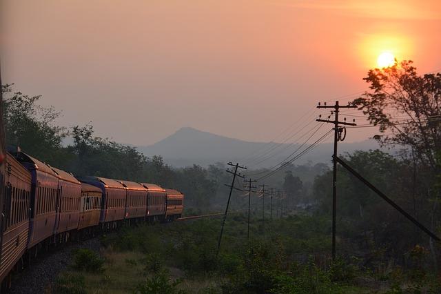 train-1421710_640