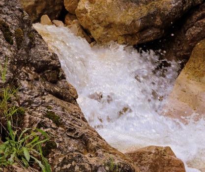 waterfall-1595964_640