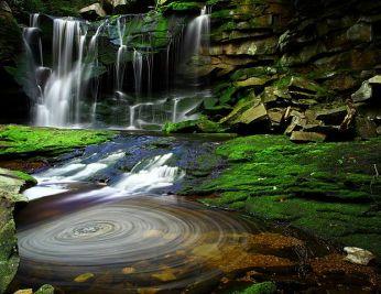 622px-elakala_waterfalls_swirling_pool_mossy_rocks