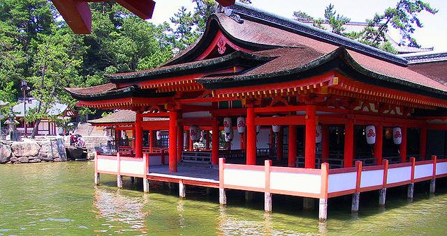 640px-Itsukushima_floating_shrine.jpg