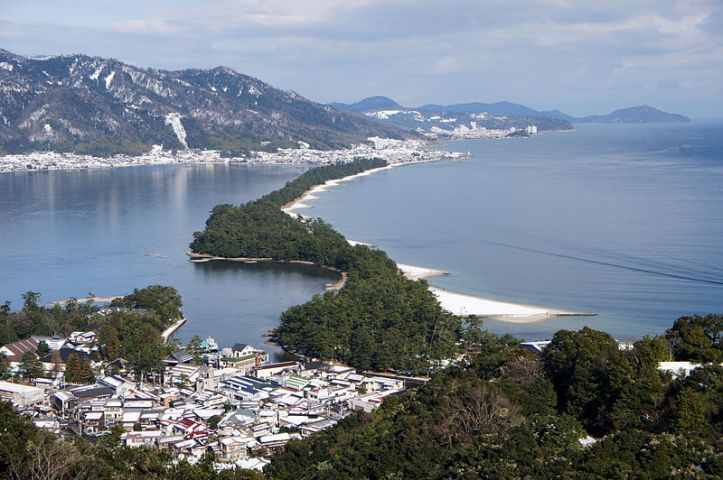800px-amanohashidate_view_from_mt_moju02s3s4592