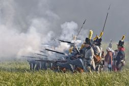 800px-Bataille_Waterloo_1815_reconstitution_2011_3