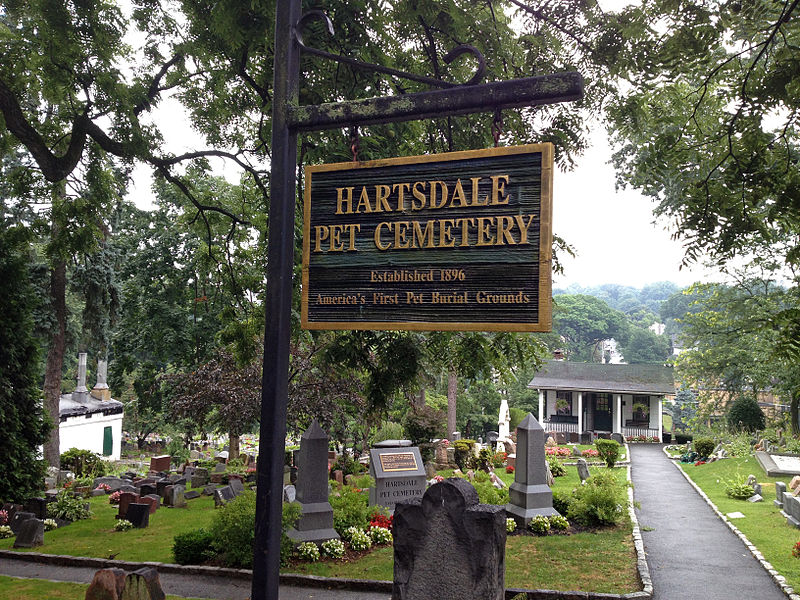 800px-Hartsdale_Pet_Cemetery_NY