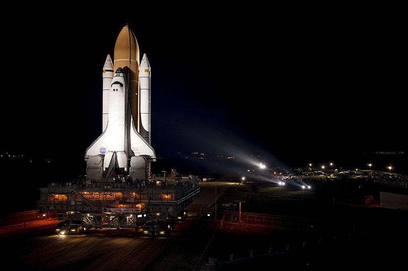 800px-STS-135_Atlantis_rollout_1