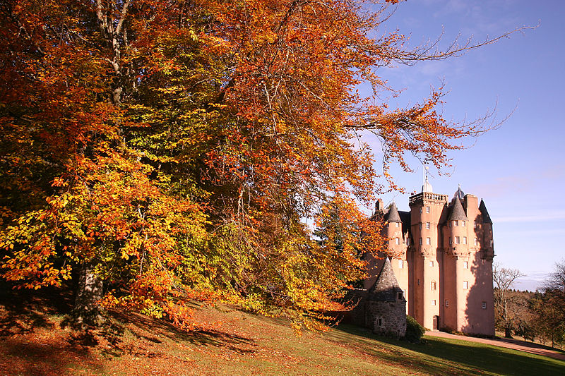 800px-Craigievar_Castle_in_Autumn