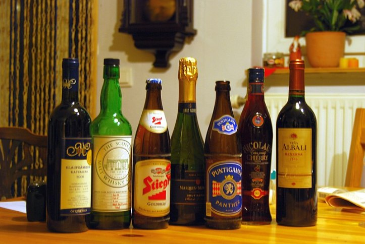800px-Common_alcoholic_beverages