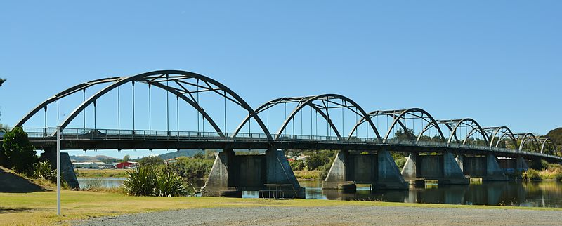 Bridge_across_the_Waikato_River_at_Huntly,New_Zealand