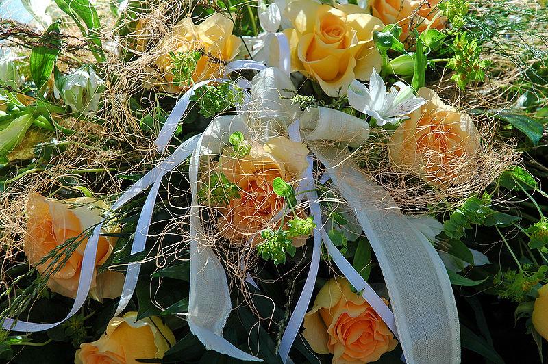 800px-Flowers_ Wedding