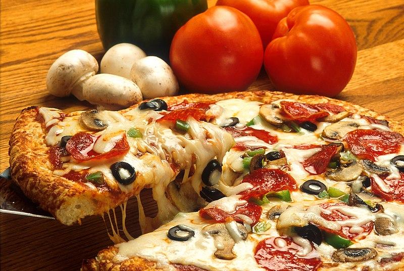 800px-Supreme_pizza