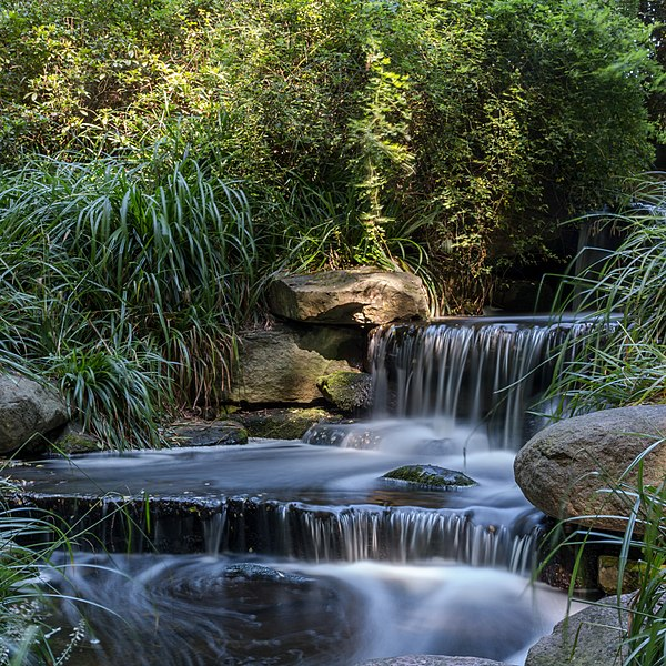 600px-Waterfall