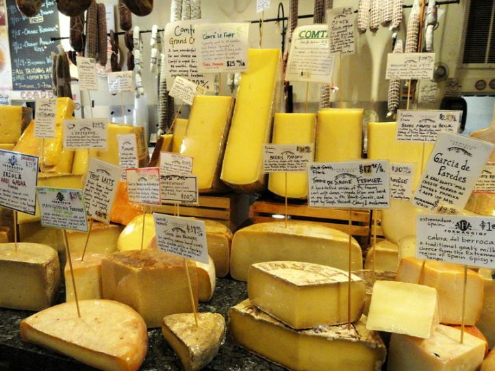800px-Cheese_display